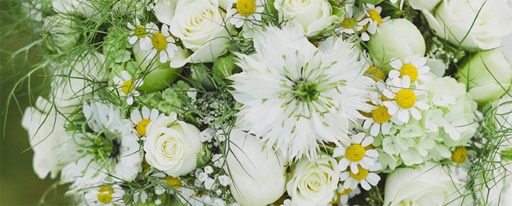choosing a wedding florist